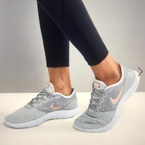 Nike Flex Contact Sneaker-5.5 NWOB